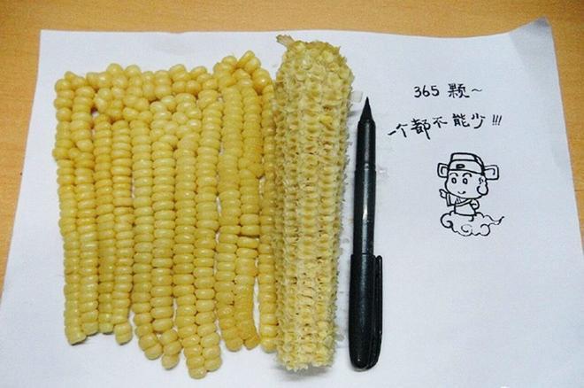 Những pha rảnh rỗi sinh nông nổi, hết ngồi phân loại hạt trong gói cà phê đến tách hạt thanh long-13