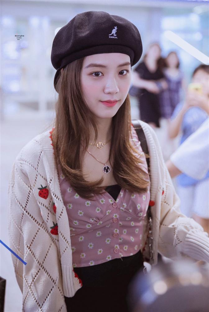 Mũ beret - phụ kiện sống ảo không thể thiếu của BLACKPINK Jisoo-3