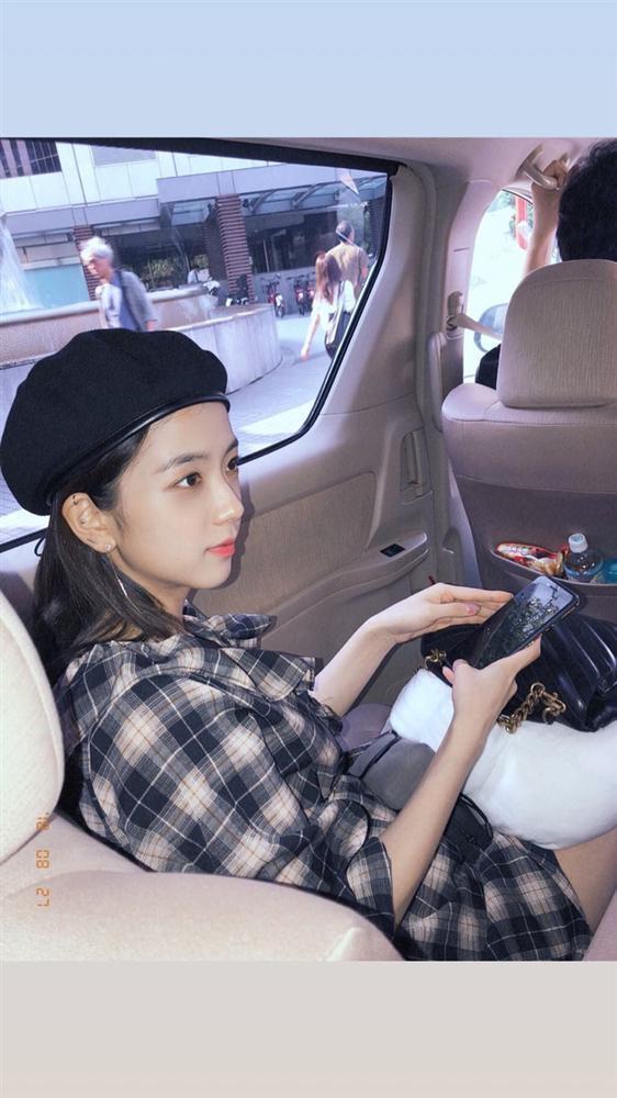 Mũ beret - phụ kiện sống ảo không thể thiếu của BLACKPINK Jisoo-4