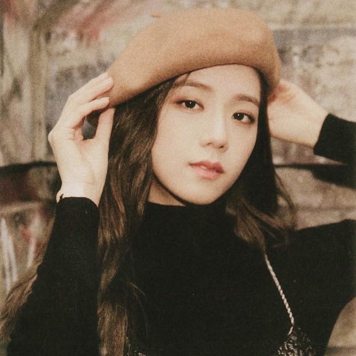 Mũ beret - phụ kiện sống ảo không thể thiếu của BLACKPINK Jisoo-10