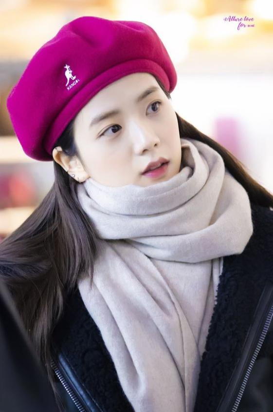 Mũ beret - phụ kiện sống ảo không thể thiếu của BLACKPINK Jisoo-11