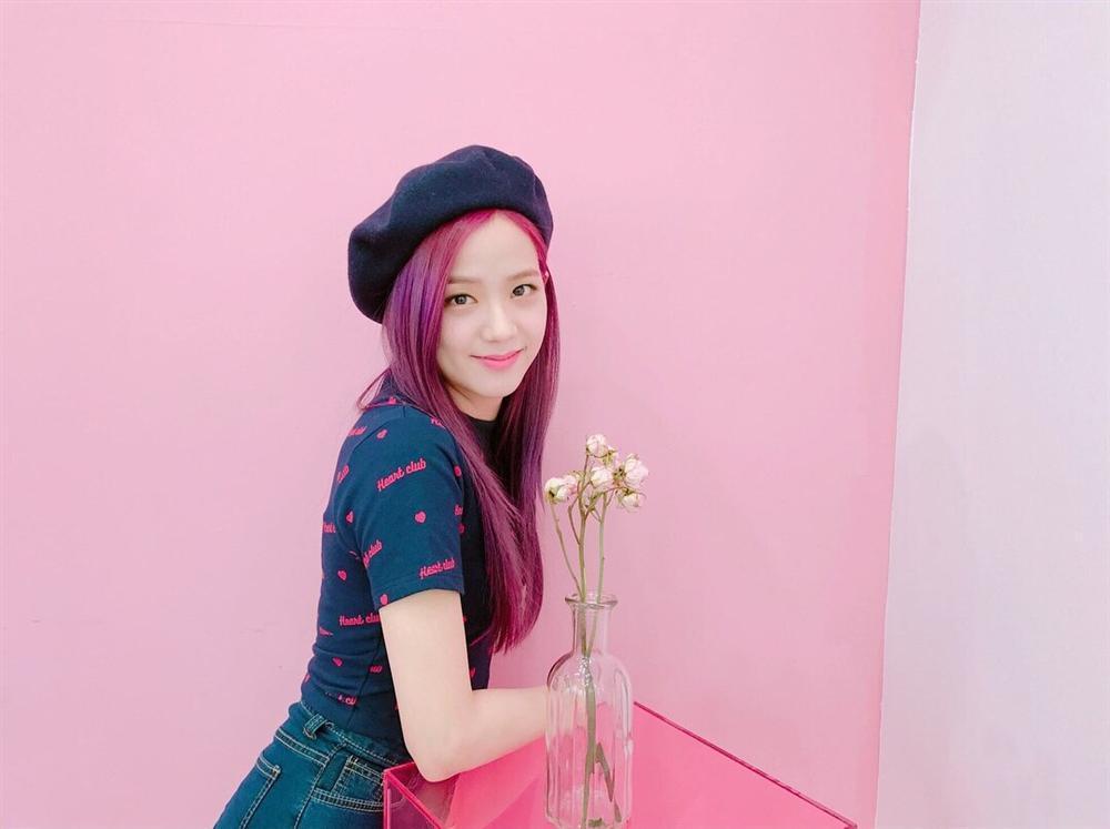 Mũ beret - phụ kiện sống ảo không thể thiếu của BLACKPINK Jisoo-15