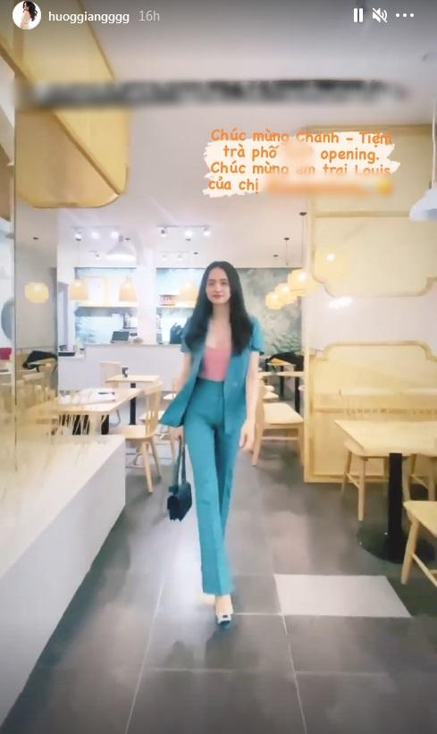 Mặc quần bó, đi giày cao, Hương Giang catwalk suýt ngã-3