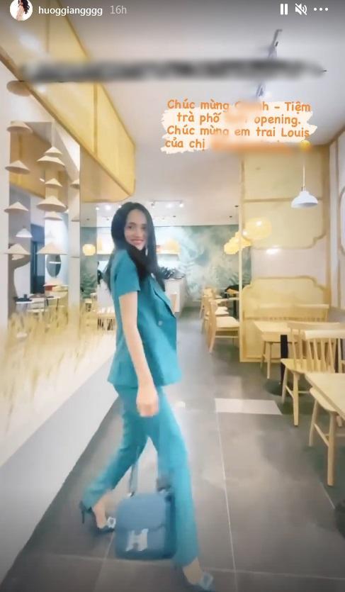 Mặc quần bó, đi giày cao, Hương Giang catwalk suýt ngã-4