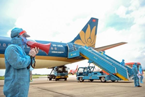 Tiếp viên Vietnam Airlines mắc Covid-19 vẫn đi ăn trưa, đi học trong thời gian tự cách ly-2