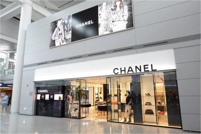 Quản lý Chanel bị nhân viên tố quấy rối tình dục trong 10 năm-2