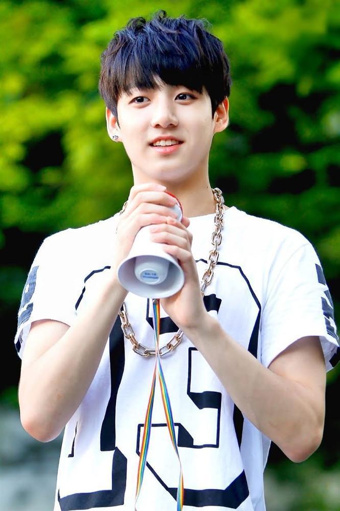 6 điều mới mẻ về em út vàng Jungkook được fan tổng kết trong năm 2020-8