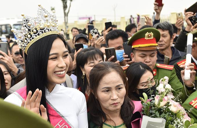 2 hoa hậu được chào đón ở quê nhà như idol K-pop-2