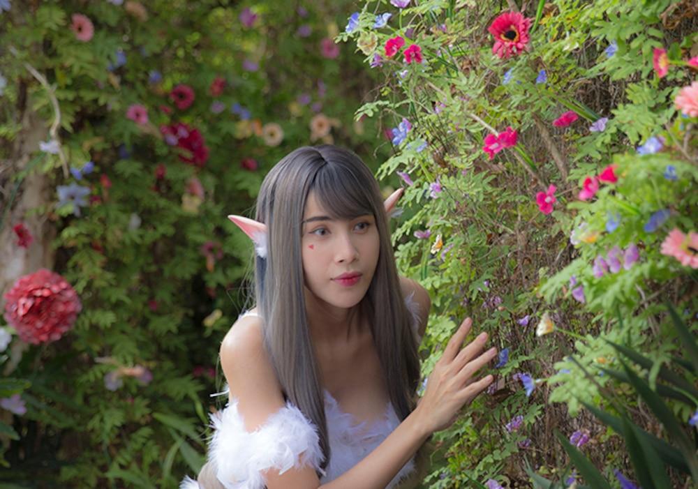 Váy áo siêu gợi cảm của Thủy Tiên trong MV Ngải tình giống loạt sao Hollywood-6