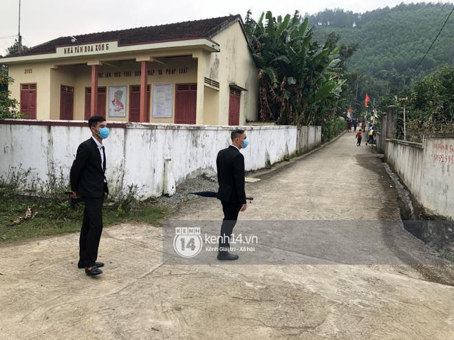 Viên Minh - Công Phượng đi Mẹc 7 tỷ đến hôn lễ, thuê vệ sĩ hộ tống như sao hạng A-3