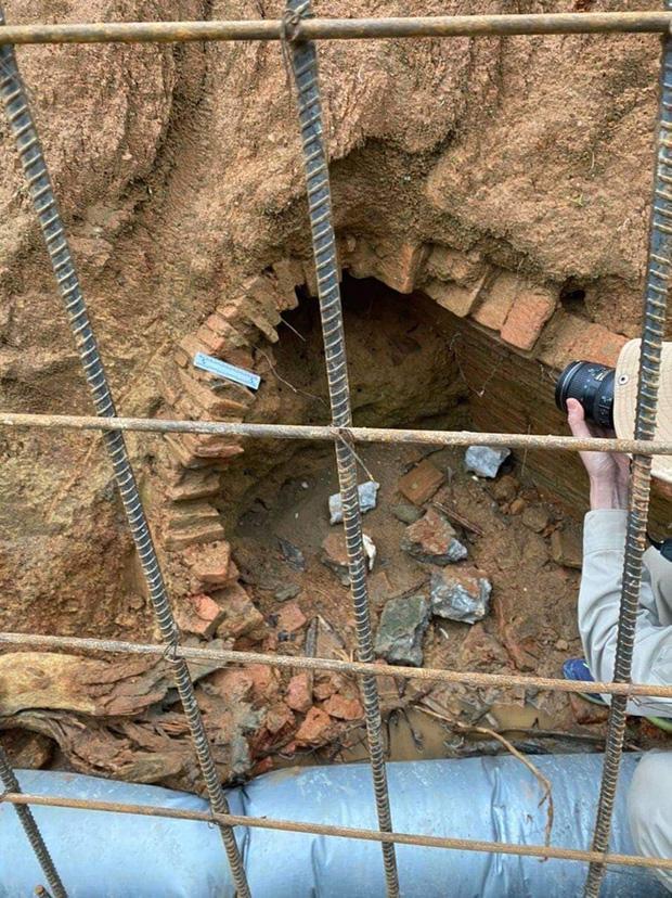 Đào đất làm mương, công nhân Hà Tĩnh phát hiện ngôi mộ cổ 2.000 năm kỳ bí-2