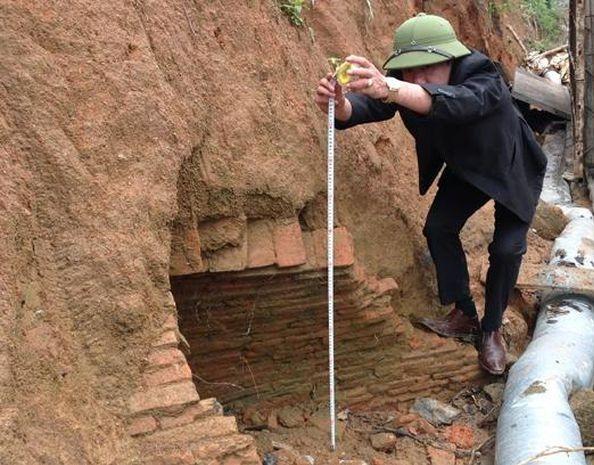 Đào đất làm mương, công nhân Hà Tĩnh phát hiện ngôi mộ cổ 2.000 năm kỳ bí-3