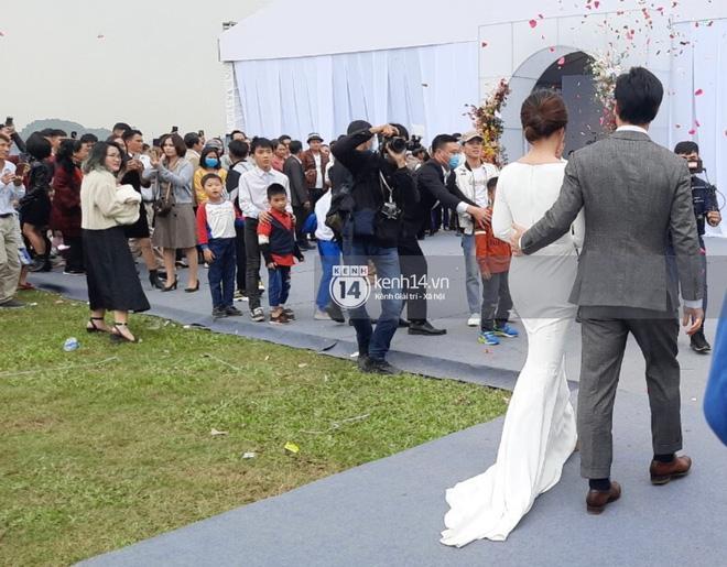 Dựa vào trang phục cưới, chứng minh cô dâu của Công Phượng là người tinh tế-2