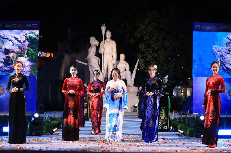 NTK Vũ Thảo Giang đem vẻ đẹp di sản Việt lên áo dài-4