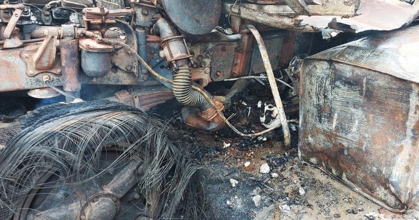 Rùng mình: Cảnh tượng tan hoang hiện trường vụ nổ xe tải ở biên giới Việt - Lào-2