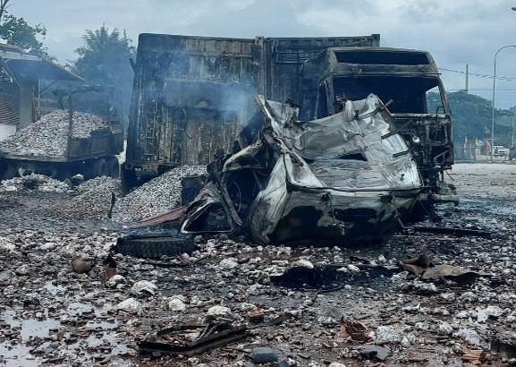 Rùng mình: Cảnh tượng tan hoang hiện trường vụ nổ xe tải ở biên giới Việt - Lào-3