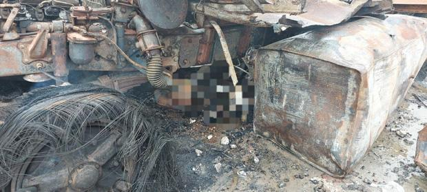 Rùng mình: Cảnh tượng tan hoang hiện trường vụ nổ xe tải ở biên giới Việt - Lào-5
