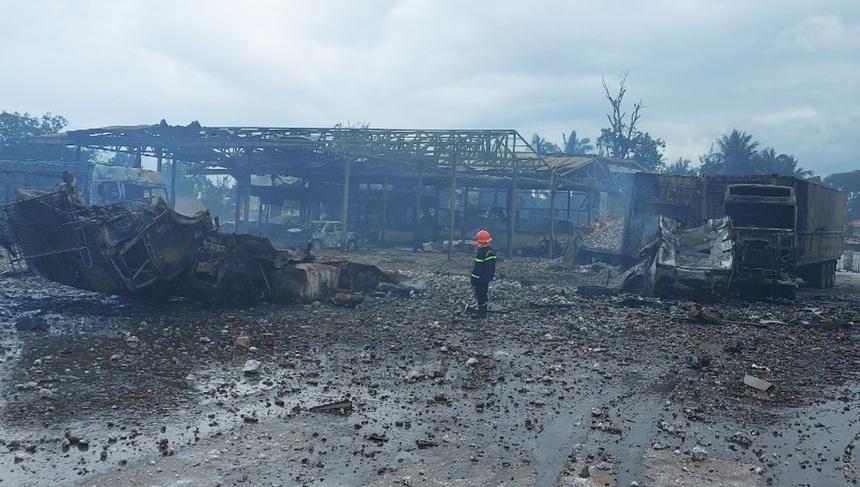 Rùng mình: Cảnh tượng tan hoang hiện trường vụ nổ xe tải ở biên giới Việt - Lào-8