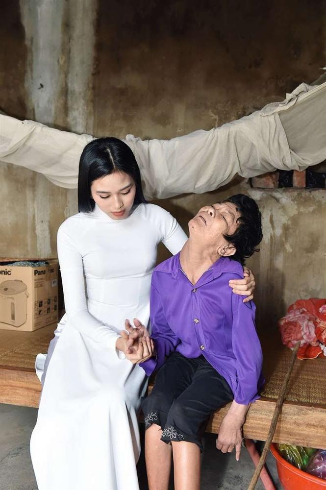 Trang Trần: Ê-kíp hại Đỗ Thị Hà khi đưa hoa hậu đi từ thiện-1