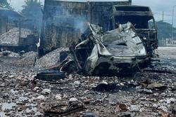 Rùng mình: Cảnh tượng tan hoang hiện trường vụ nổ xe tải ở biên giới Việt - Lào