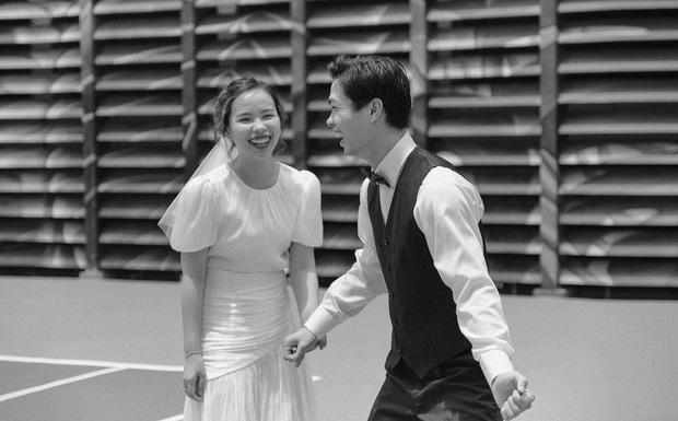 Hé lộ bức ảnh cưới hiếm hoi nhưng cực chất của Công Phượng - Viên Minh-4