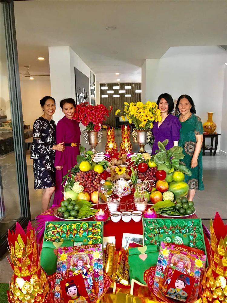 Mẹ Hồ Ngọc Hà hé lộ lễ cúng đầy tháng 2 cháu ngoại-4