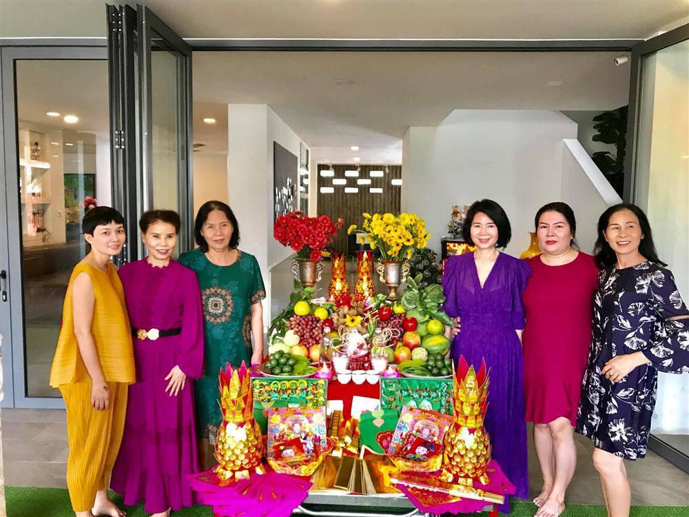 Mẹ Hồ Ngọc Hà hé lộ lễ cúng đầy tháng 2 cháu ngoại-5