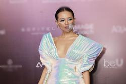 Đi show mùa dịch 'chất đét' như Khánh Linh: Ai bảo đeo khẩu trang không thể mặc đẹp?