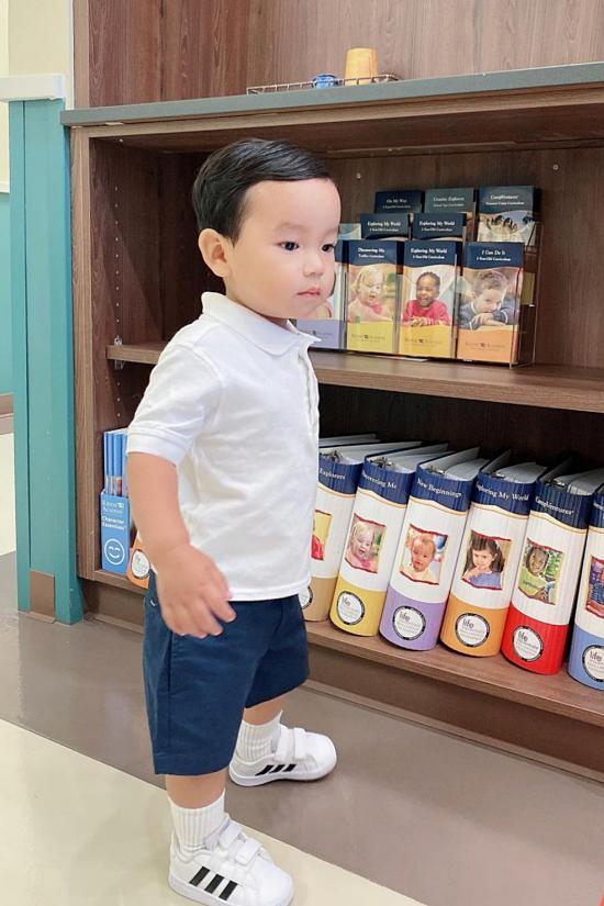 Con trai giống Phạm Hương ở sự tự lập-2