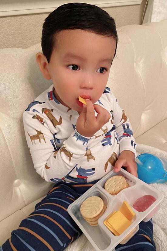 Con trai giống Phạm Hương ở sự tự lập-6