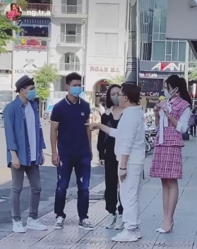 Bị lép vế khi đứng cạnh Hoa hậu Đỗ Thị Hà, Diệu Nhi liền hack chiều cao lầy lội khiến ai cũng cạn lời-4