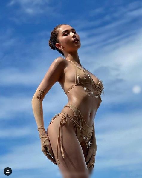 Ngọc Trinh diện bikini nude nhìn thoáng tưởng không mặc gì-2