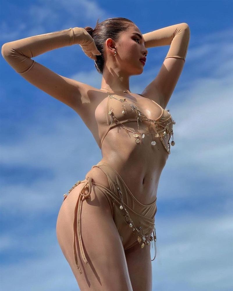 Ngọc Trinh diện bikini nude nhìn thoáng tưởng không mặc gì-1
