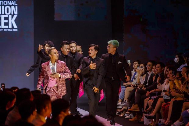 Binz chia sẻ về màn phát cẩu lương công khai đầu tiên với Châu Bùi tại Fashion Week: Nghe sao thấy lươn lẹo quá?-2
