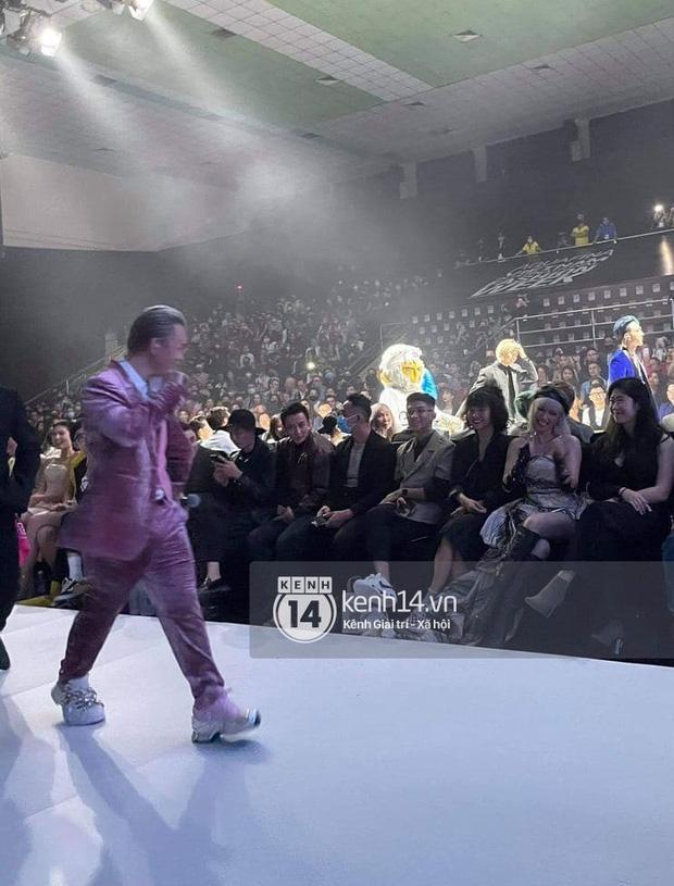 Binz chia sẻ về màn phát cẩu lương công khai đầu tiên với Châu Bùi tại Fashion Week: Nghe sao thấy lươn lẹo quá?-4