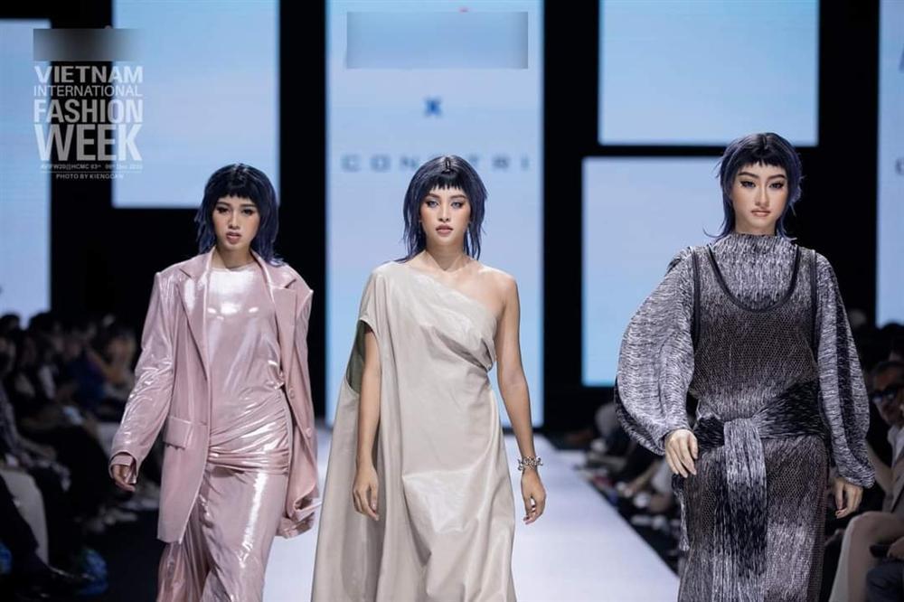 Lương Thùy Linh - Trần Tiểu Vy - Đỗ Thị Hà gây tranh cãi với màn catwalk thảm họa-1