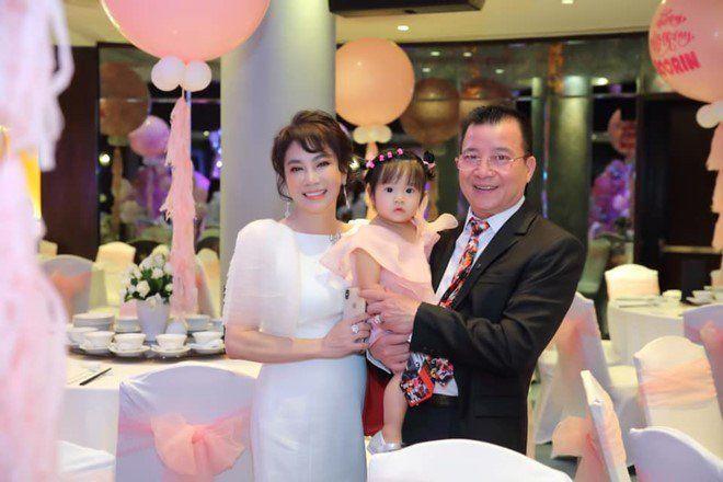 Mẹ chồng Diệp Lâm Anh trẻ đẹp khó tin, chụp cùng con dâu mà như chị em-4