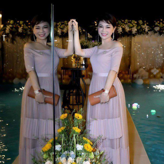 Mẹ chồng Diệp Lâm Anh trẻ đẹp khó tin, chụp cùng con dâu mà như chị em-5