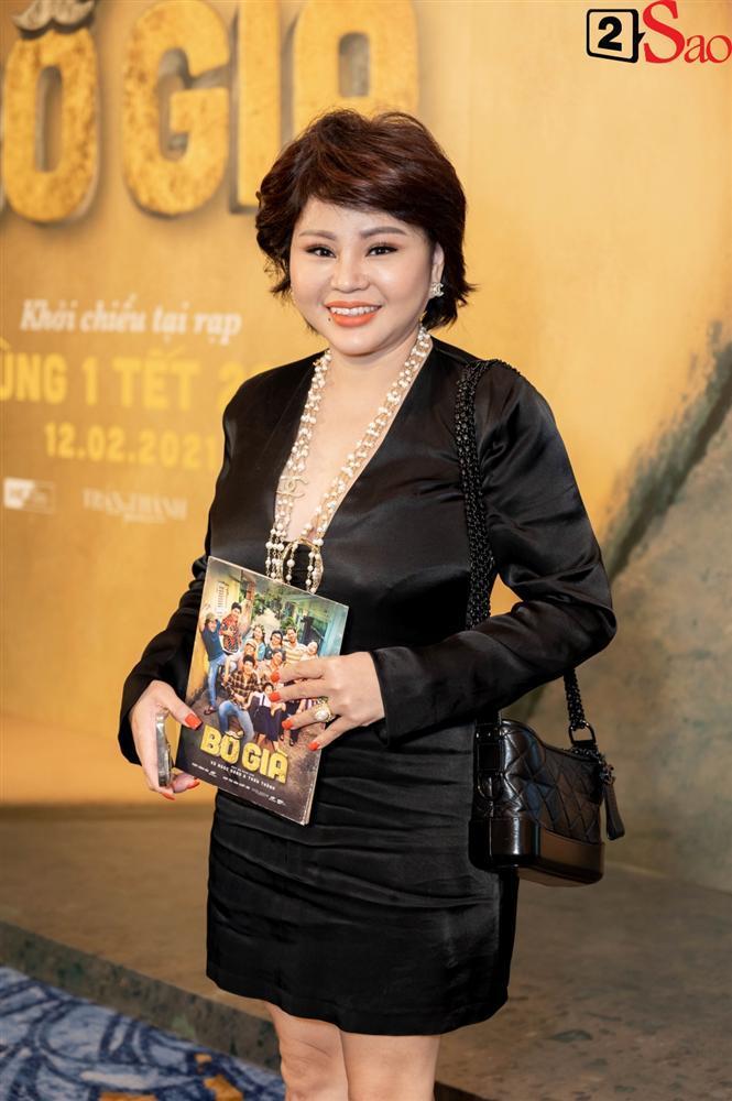 Trấn Thành không mời nhưng Hari Won vẫn đội nón lá, mang túi Chanel fake đến họp báo phim Bố Già-8