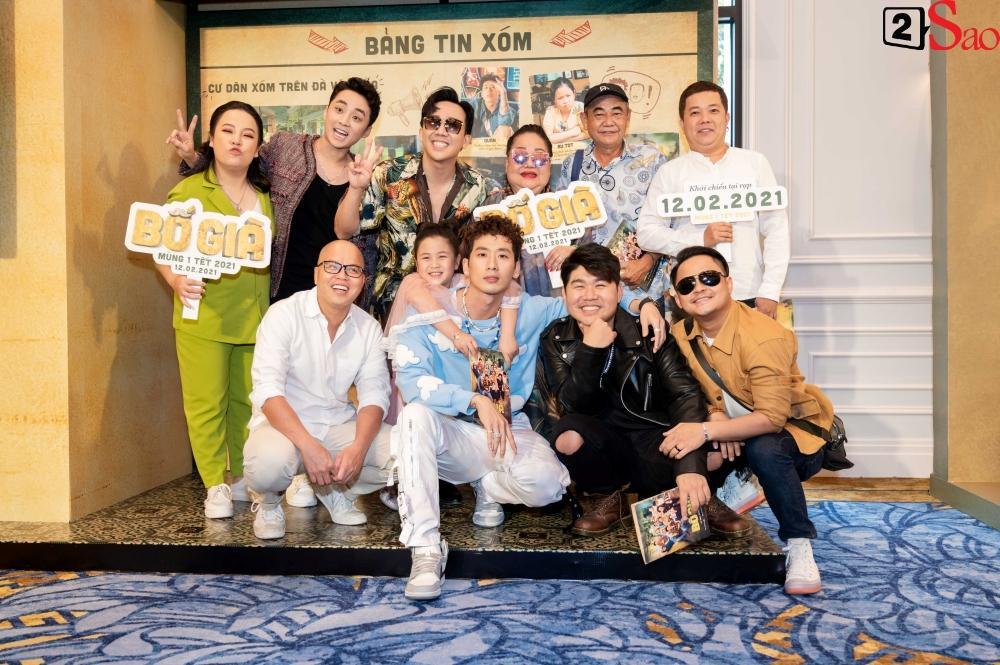 Trấn Thành không mời nhưng Hari Won vẫn đội nón lá, mang túi Chanel fake đến họp báo phim Bố Già-5