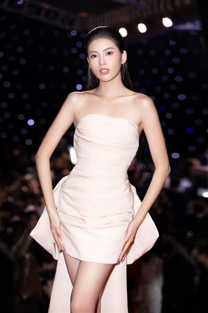 Đụng váy Hoa hậu Khánh Vân, Á hậu Ngọc Thảo thua toàn tập vì tạo dáng mờ nhạt-2