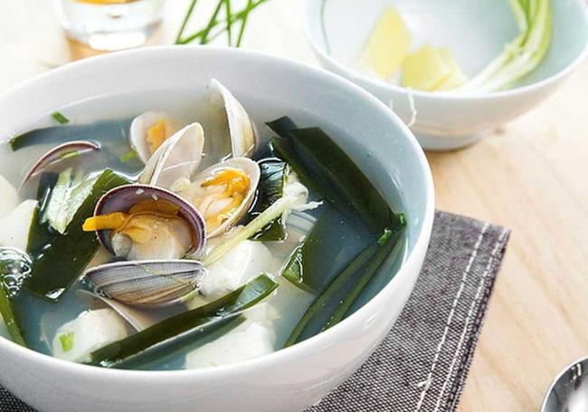 Món canh rong biển nấu ngao thơm ngon giúp chị em thổi bay cái lạnh của mùa đông-1