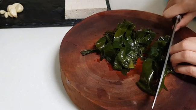 Món canh rong biển nấu ngao thơm ngon giúp chị em thổi bay cái lạnh của mùa đông-4