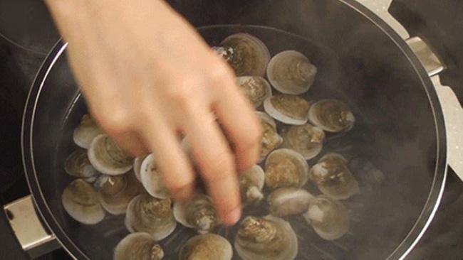 Món canh rong biển nấu ngao thơm ngon giúp chị em thổi bay cái lạnh của mùa đông-6