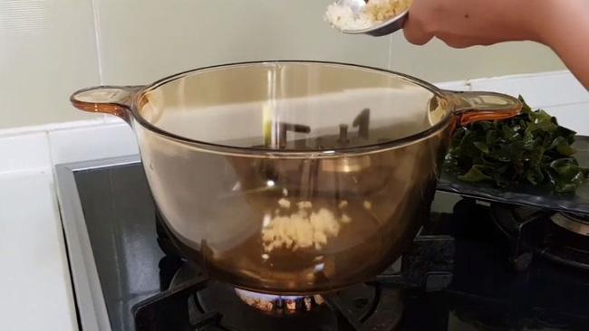 Món canh rong biển nấu ngao thơm ngon giúp chị em thổi bay cái lạnh của mùa đông-7