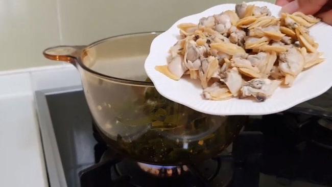 Món canh rong biển nấu ngao thơm ngon giúp chị em thổi bay cái lạnh của mùa đông-8