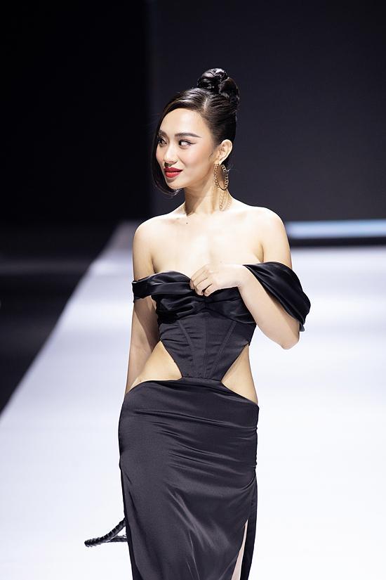 Hoa hậu lên tiếng vì sự cố nhạy cảm khi đang diễn ở Tuần lễ thời trang-2