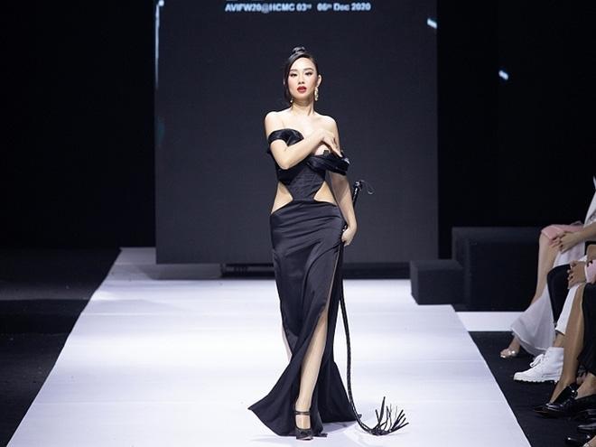 Hoa hậu lên tiếng vì sự cố nhạy cảm khi đang diễn ở Tuần lễ thời trang-3