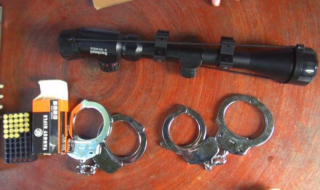 Đại ca giang hồ đánh nạn nhân gãy tay rồi nhét súng vào người chụp ảnh vu khống-3