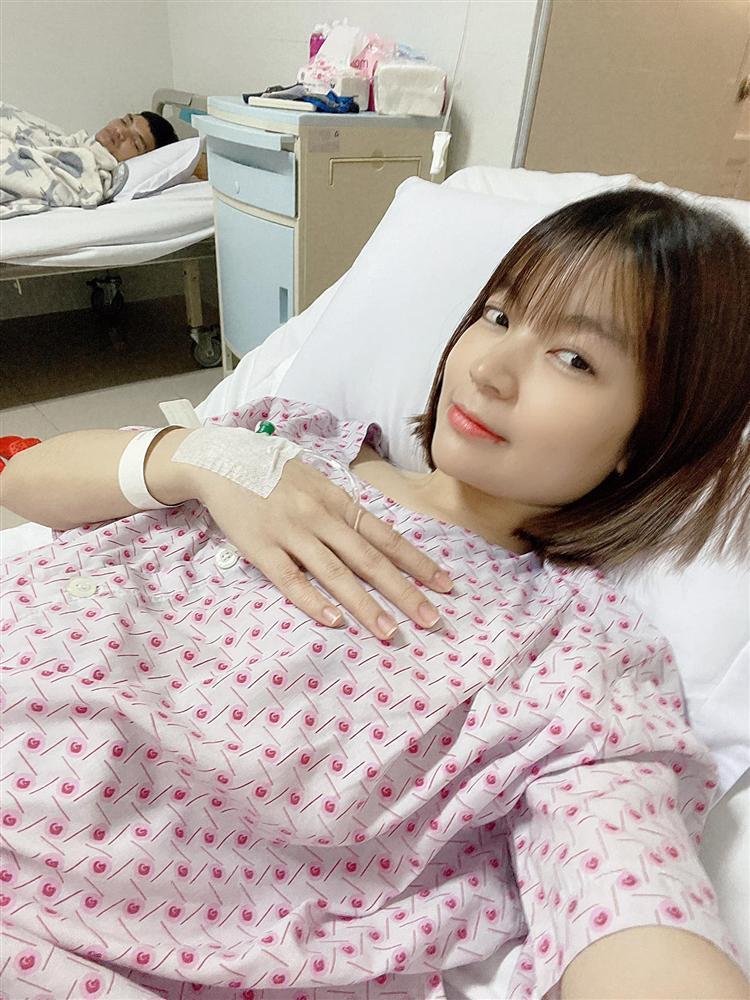 Hình ảnh đầu tiên về vợ Mạc Văn Khoa sau ca vượt cạn cấp cứu-3